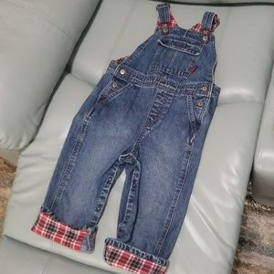 Gently used very cute  gymboree overalls size 2T